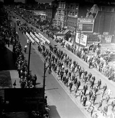"""2) Detroiters, in support of repealing Prohibition, demonstrate through the streets of downtown Detroit during the city's """"Beer Parade."""""""