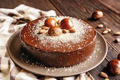 Chocolate Glaze, Chocolate Buttercream, Chocolate Hazelnut, Food Cakes, Flour Recipes, Cake Recipes, Chestnut Flour Recipe, Molten Lava Cakes, Food Wallpaper