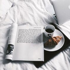 26 trendy breakfast in bed photography lazy morning coffee Coffee And Books, Coffee Coffee, Coffee Time, Morning Coffee, Coffee Maker, Coffee Today, Lazy Morning, Drink Coffee, Coffee Creamer