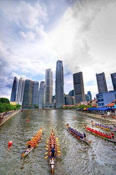 Dragon boat along Singapore river. Courtesy of Yaw Yong Xin