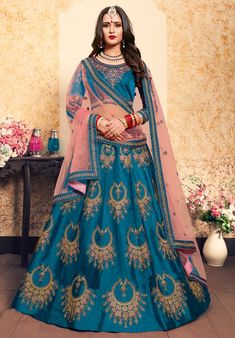 Magnify yourself with this fashionable unique color Royal Party Wear Lehenga Choli for Young Girl. This dashing wedding special Indian lehenga crafted with embroidery work on lehenga and neck of the blouse. Party Wear Lehenga, Bridal Lehenga, Indian Fashion Dresses, Indian Outfits, Indian Clothes, Salwar Kameez, Lehenga Indien, Costumes Anarkali, Heavy Lehenga
