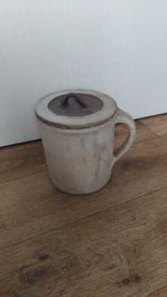 Starý kameninový hrnec s pokličkou - 1 Mugs, Tableware, Dinnerware, Tumblers, Tablewares, Mug, Dishes, Place Settings, Cups