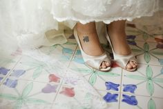 Love these wedding shoes :) Wedding organized by Wedding Luxe in the Amalfi Coast www.wedding-luxe.com as seen on www.vestidadenoiva.com. Photography: www.gabialves.com