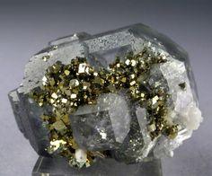 Pirit vagy más néven bolondok aranya (FeS2)