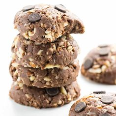 These low carb peanut butter chocolate no bake cookies are easy to make with just 5 ingredients and taste amazing. The best no bake cookies I've ever tried!