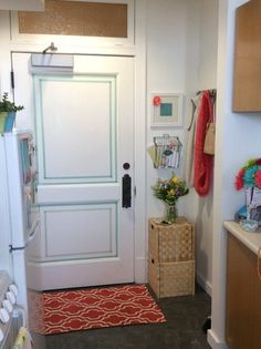 Mary's Skywalk Studio — Small Cool | Apartment Therapy  OBSESSED WITH THIS