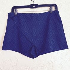 Zara skort NWT never worn Zara skort. Navy blue print. great for fall with some black tights underneath! Size M. Would say this runs a little small.. Best fits size US 4. ❌NO trades ❌NO paypal Zara Dresses