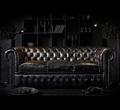 The classic Chesterfield couch takes a dark turn. Even paired with all black decor it still stands out on its own. Chesterfield Furniture, Chesterfield Bank, Leather Chesterfield, Black Leather Sofas, Black Sofa, Leather Couches, Studded Leather, Brown Leather, Leather Furniture
