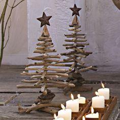 Möchten Sie einen Weihnachtsbaum basteln? Unterschiedliche Materialien könnten dabei zum Einsatz kommen. Sie machen daraus einen großen Tannenbaum.