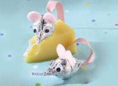I'm not a big fan of mice, but this would be super cute for a baby shower cheese tray.