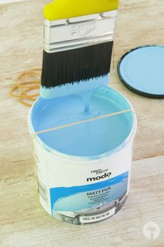 Painting can be so messy. Here's are 2 simple tricks to minimise the clean-up required after your paint job. Clean Up, Simple, Diy, Painting, Bricolage, Painting Art, Paintings, Paint, Draw
