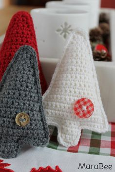 Advent: A crochet DIY for you- Advent: Ein Häkel-DIY für euch The first advent is here. Who would have thought that would happen again so fast? I have prepared a little crochet DIY for you today … - Christmas Crochet Patterns, Crochet Christmas Ornaments, Holiday Crochet, Afghan Crochet Patterns, Knitting Patterns, Christmas Crafts, Crochet Diy, Yarn Crafts, Fabric Crafts