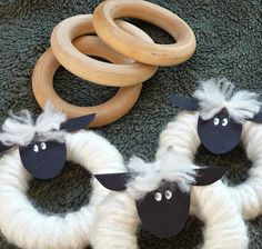Sheep ornaments made with yarn and curtain rings.