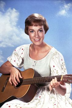 The best stylish and fashion scenes from The Sound of Music. Sound Of Music Movie, Robby The Robot, Music Tours, Anthony Perkins, Julie Andrews, Chanel Paris, Yesterday And Today, Classic Films, Old Movies