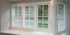 Shutters and blinds have more features to offer than curtains. If you want to give your windows a new treatment, consider options like Venetian blinds, Roman shades, sliding panels, etc. Wooden Window Shutters, Custom Shutters, Interior Window Shutters, Diy Shutters, Interior Windows, Decor Blinds, Diy Blinds, Shutter Blinds, Blinds For Windows