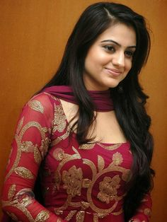 Aksha Pardasany telugu hot actress and beautiful look