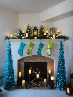 christmas decorations green and blue | The turquoise decorations really tie to the rest of the room. @Marsi Kou.com by CardLab