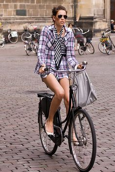 On-trend for fall: Plaid. | Shared by velojoy.com