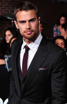Theo James, one of my favourite book and movie characters! Extremely handsome and too hot to handle! Theo James, Theo Theo, Pretty People, Beautiful People, My Sun And Stars, Hommes Sexy, Famous Faces, Ellie Saab, Gorgeous Men