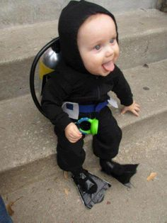 Oh my gosh! Little scuba baby! So Cute! 26 Halloween Costumes For Toddlers That Are Just Too Cute To Believe Halloween Mono, Halloween Bebes, Fete Halloween, Toddler Halloween Costumes, Cute Costumes, Baby Costumes, Costume Ideas, Costumes 2015, Children Costumes