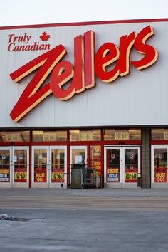 Total liquidation sales have begun at Windsor-Essex's last remaining Zellers store locations. Both the East Windsor Tecumseh Mall store and the location in Leamington began their liquidations sales Canadian Things, I Am Canadian, Canadian History, Childhood Memories 90s, Great Memories, Vintage Ads, Vintage Stuff, I Remember When, Ol Days