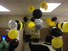 Birthday Office Decor Cubicle Ideas, Work Cubicle, It's Your Birthday, Birthday Ideas, Happy Birthday, Cubicle Birthday Decorations, Christmas Decorations, Cube World, Dee Dee