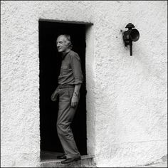 Thomas Bernhard in his house in Ohlsdorf Thomas Bernhard, German Language, Central Europe, Writers, Vienna, Philosophy, Photographs, Portraits, Thoughts