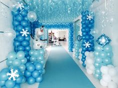 Frozen com tapete na cor Thiffany Frozen Themed Birthday Party, Elsa Birthday, 4th Birthday Parties, Birthday Balloons, Frozen Party Decorations, Birthday Party Decorations, Frozen Party Backdrop, Frozen Balloons, Frozen Christmas