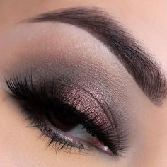 """10.3 mil curtidas, 36 comentários - Makeup Geek (@makeupgeekcosmetics) no Instagram: """"For a dynamic eye look, @ana_b_artistry used the duochrome shade in Steampunk! She also used…"""""""