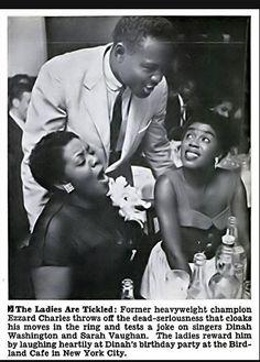 Dinah Washington celebrating her birthday with Sarah Vaughan boxer Ezzard Charles at Birdland 1952 (Jet Magazine) Jazz, Jet Magazine, Vintage Black Glamour, Sing To Me, Aretha Franklin, Before Us, African American History, Female Singers, Black Is Beautiful