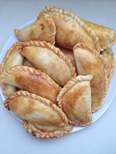 Empanadas Recipe Dough, Baked Empanadas, Mexican Food Recipes, Snack Recipes, Cooking Recipes, Snacks, Mexican Sweet Breads, Peruvian Recipes, Pan Dulce