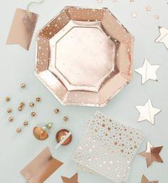 Rosé gouden metallic sterren tafel decoratie. Kerst decoratie. Rose Gold Metallic Star table decoration. Christmas decoration. - Shop your christmas decoration at: https://www.partydeco.nl/feestdagen/kerst/