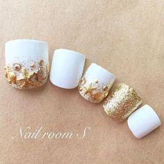 Make an original manicure for Valentine's Day - My Nails Pedicure Designs, Toe Nail Designs, Beach Nail Designs, Pretty Toe Nails, Gorgeous Nails, Feet Nail Design, American Nails, Nail Effects, Feet Nails