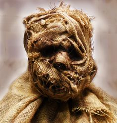 18 Scary Halloween Arts And Crafts 2 halloween Scary Halloween Crafts, Animated Halloween Props, Halloween Haunted Houses, Outdoor Halloween, Halloween Projects, Diy Halloween Decorations, Halloween Masks, Vintage Halloween, Voodoo Halloween