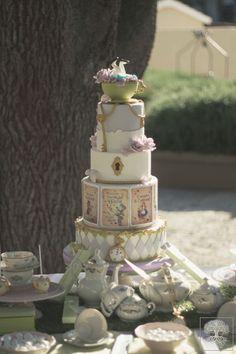 Cake party theme Alice in wonderland! #annapaolanapoli #eventplanner #luxuryevent #sorrentocoast