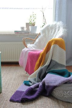 Free stitch pattern for stripey blanket by IDA Interior LifeStyle. Like the stitch on this rug.