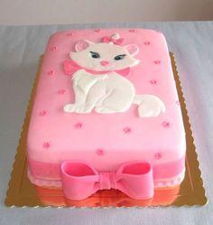 "Marie kitten from the Disney movie ""The Aristocats"" This is a pretty Cake. Marie gatinha do filme da Disney ""The Aristocats"" Este é um lindo bolo. Fancy Cakes, Cute Cakes, Pretty Cakes, Beautiful Cakes, Amazing Cakes, Fondant Cakes, Cupcake Cakes, Kitten Cake, Kitten Party"