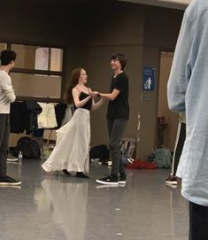 Amybeth e Aymeric Anne with an E cast behind the scenes Gilbert Blythe, Anne Shirley, Dance Baile, Gilbert And Anne, Amybeth Mcnulty, Anne White, Anne With An E, Cuthbert, Film Serie