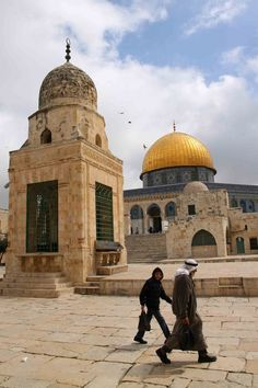 Jerusalem, Temple Mount We r planning to go to Israel with my best friend-weather is comparable with where we live. Places Around The World, The Places Youll Go, Places To Go, Heiliges Land, Terra Santa, Temple Mount, Naher Osten, Dome Of The Rock, Israel Travel