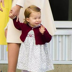 Princess Charlotte of Cambridge leaves from Victoria Harbour to board a sea-plane on the final day of her Royal Tour of Canada in Victoria, Canada 🇨🇦 -October 1st 2016. . Little wave 💞💝🤗. . #royalfamily #katemiddleton #PrinceWilliam #PrinceGeorge #PrincessCharlotte #DukeofCambridge #DuchessofCambridge #London #monarchy #england #english #british #britishmonarchy #britishroyalfamily #photooftheday #love #l4l #happy #cute #gorgeous #amazing #beautiful #lovely #pretty #bestcouple #adorable…
