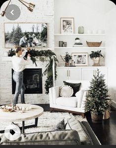 Bedroom Themes, Bedroom Colors, Bedroom Decor, Diy Girlande, Vintage Industrial Decor, Christmas Bedroom, Green Rooms, Trendy Bedroom, Dream Decor