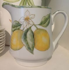 LIMONES pintados por Mara Geub China Clay, China Painting, For Love And Lemons, Pottery, Grove Farm, Sorrento Italy, Cottage, Painted Ceramics, Ceramic Painting