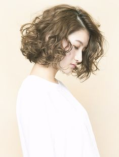 - - Sure, the bushy perms of the might be out of vogue, but there are plenteousness of hair perm Medium Curls, Medium Long Hair, Medium Hair Styles, Curly Hair Styles, Japanese Short Hair, Korean Short Hair, Japanese Hairstyle, Girl Short Hair, Short Curly Hair