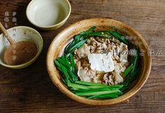 豚とニラの黒酢鍋のレシピ。 「家で手軽に栄養満点のごはんを食べたい」という願いを叶えてくれる鍋料理。1週間の疲れを癒してくれる一品。