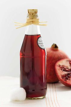 Rejuvenate your skin with this homemade pomegranate toner. Powerful Pomegranate Toner MAKES 4 OUNCES Homemade Skin Care, Homemade Beauty Products, Diy Skin Care, Natural Products, Dru Hill, Diy Beauté, Diy Spa, Facial Toner, Healing Herbs