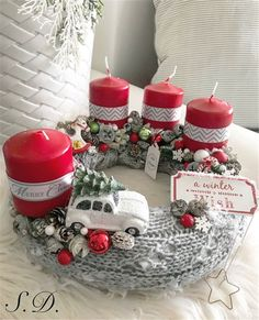 Stunning Christmas Sweater Wreath Advent Candles Decoration Ideas - Page 9 of 55 - Chic Hostess Bright Christmas Decorations, Christmas Arrangements, Christmas Flowers, Christmas Candles, Christmas Wood, Christmas Centerpieces, Table Decorations, Christmas Advent Wreath, Christmas Wreaths