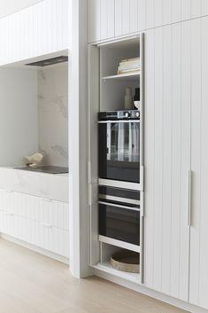 Who doesn't love a tucked away oven?! It's seamless, it's perfection. #carrera #carrerabydesign #kitchens #joinery #customjoinery #interiordesign #homestyling #bonniesdreamhome #moderncoastalbarn #threebirdsrenoeight