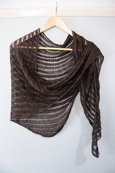 made with a thin linen yarn, would be a great summer project.