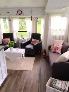 Livingroom in our camper!! We renovated an OLD and trashy camper!!!! (Vår nyrenoverade husvagn!!)