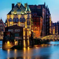Dusk falls upon Hamburg, Germany. Photo courtesy of globaltouring on Instagram.